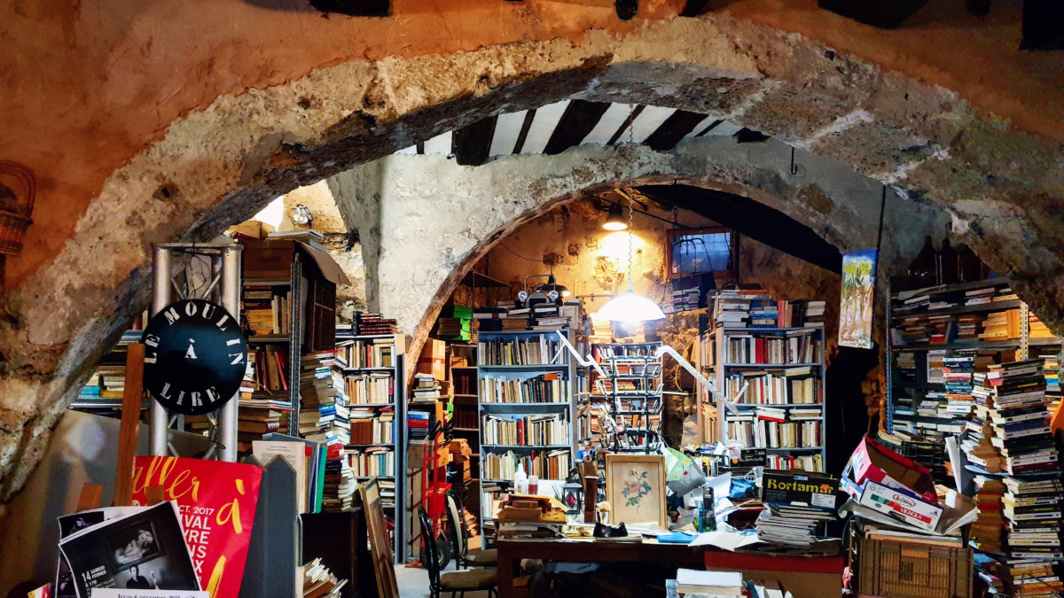 2019.03.02 - Used Books Shop in Grasse